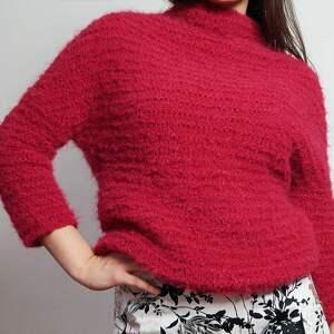 Lekki czerwony sweter, lekki, malinowy, wełniany, dziergany, alpaka