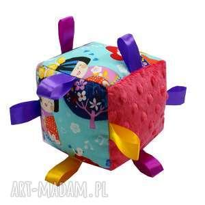 hand made zabawki kostka sensoryczna grzechotka, wzór kokeshi