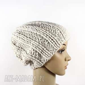hand-made czapki grubaśna czapka ecru robiona na drutach