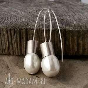 nacre i srebrne kolczyki z perłą majorka - minimalistyczne, metaloplastyka