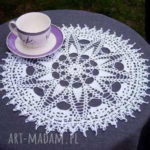 Biała serwetka z gwiazdką 37cm vintage crochetart koronkowa