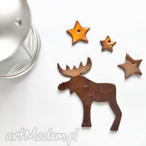 ręcznie zrobione pod choinkę ceramiczne zawieszki, ceramiczny łoś i gwiazdki, ozdoby