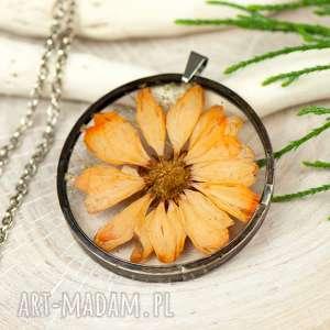 Naszyjnik z suszonymi kwiatami w cynowej oprawie z339 naszyjniki