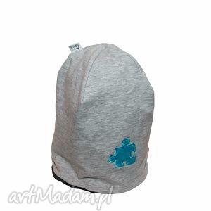 ręcznie robione ubranka czapka szara z niebieskim puzlem
