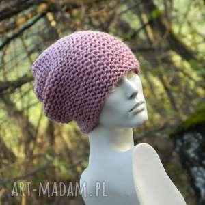 czapki pastel pink - na prawo czapa, pastelowa, ciepła, dziergana, gruba