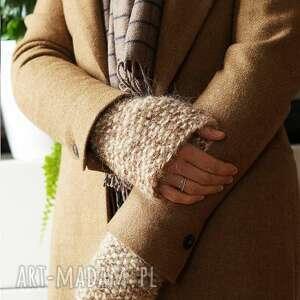 ręcznie zrobione pomysł na upominki beżowe rękawki