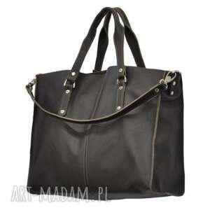 30-0038 Brązowa torebka skórzana z paskiem i kontrastowymi przeszyciami ROOK, modne