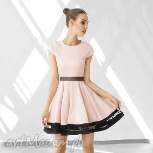 sukienka rozkloszowana z ozdobnym pasem pag - rozkloszowana, wesele, romantyczna