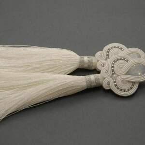 białe kolczyki sutasz z chwostami, sznurek, ślub, długie, ślubne, eleganckie
