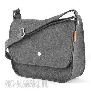 listoszka z filcu - torebka minimalistyczna - grafitowa guziczkiem, listonoszka