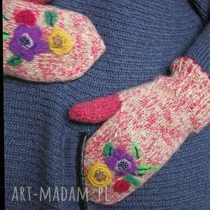 rękawiczki z kwiatkami filcowanymi - filcowane, kwiatki haftowane, koraliki