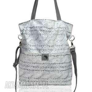 Prostokątna torba na ramię lub skos z grubej tkaniny w oryginalny wzór ,