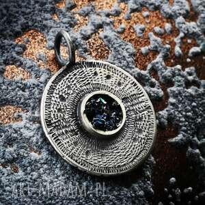srebrny oksydowany wisiorek azteckie słońce, elegancki z czarnym