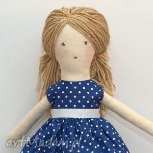 Prezent Lisa w granatowej sukni, lalka, szmaciana, prezent, pudełko