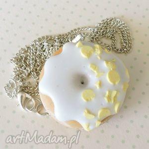 pączek z żółtą posypką, kawaii, pączek, donut, fimo, modelina, lukier