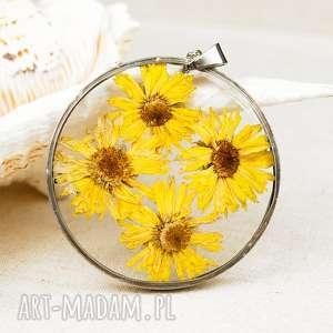 z60 naszyjnik z suszonymi kwiatami, herbarium jewelry, kwiaty w żywicy