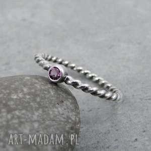 Simple pink dot, delikatny, z-oczkiem, minimalistyczny, drobny, romantyczny, srebro