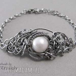 bransoletka z białą perłą, wire wrapping, stal chirurgiczna, bransoletka, perła