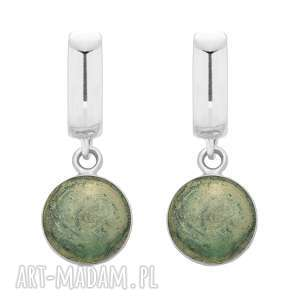 srebrne kolczyki z zieloną żywicą - okrągłe, wiszące
