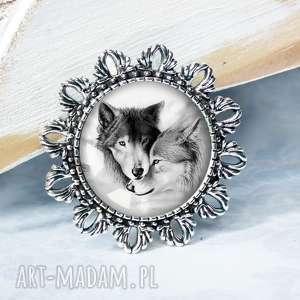 BROSZKA :: WILKI - MIŁOŚĆ ::, broszka, brocha, wilk, zwierzęta, dzikie, zakochana