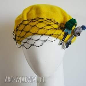 żółty beret, żółty, woalka