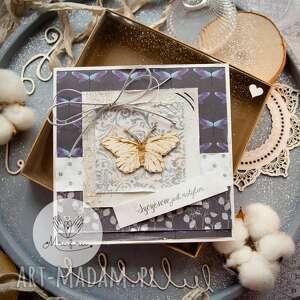 magiczna kobieca kartka szczęście jest motylem w pudełeczku, dla niej