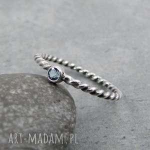 Simple blue dot, delikatny, drobny, minimalistyczny, romantyczny, obrączka,