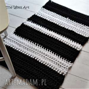 ręcznie robione dywany czarno - biały dywanik