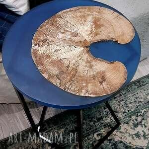 dom stolik pomocnik, buk i niebieska żywica, z żywicą, drewniany