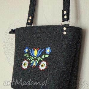 hand-made na ramię filcowa torebeczka z haftem