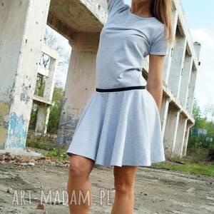 szara sukienka dresowa z krótkim rękawem - round dress, dresowa, koła