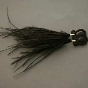 czarne kolczyki sutasz z piórami, sznurek, wyjściowe, długie, eleganckie