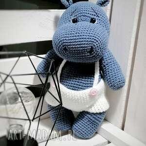 hipcio w białych spodenkach, hipopotam zabawka, prezent dla malucha, duza