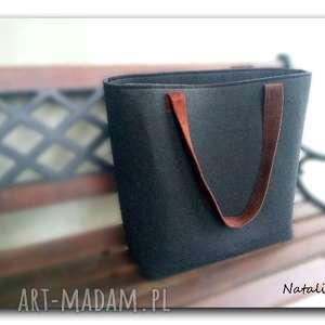 hand made duża czarna, minimalistyczna torebka. Zapinana na suwak