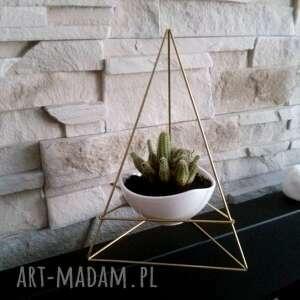 geometryczna doniczka w skandynawskim styl himmeli - piramidka