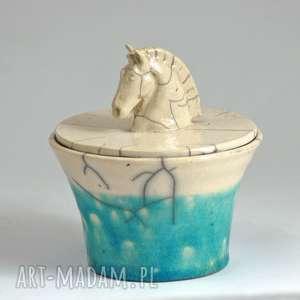 pojemnik na biżuterie różności ceramika raku z koniem, ceramika, raku