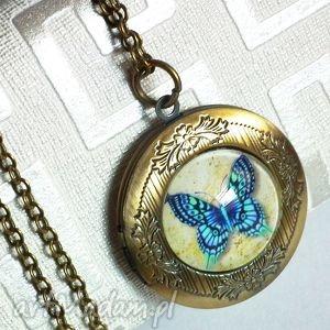 Prezent medalion serkretnik z motylem, motyl, motylek, błękit, owad, prezent