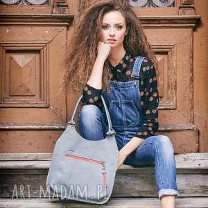 szara skórzana torba idealna do codziennego użytku, na wycieczkę lub zakupy