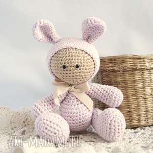 Przytulanka - w kapturku króliczka - ,maskotka,przytulanka,zabawka,miś,szydełko,królik,