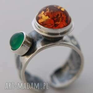 Pierścionek srebrny z bursztynem i agatem anna kaminska