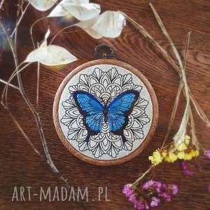 oryginalny prezent, zapetlona nitka obrazek haftowany motyl, mandala, motyl