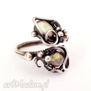 marzyciel - pierścionek z labradorytem