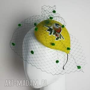 toczek z ptakiem, fascynator, żółty, woalka, ptak, zielony, unikalne