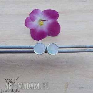 jewelsbykt kropki z muszlą - kolczyki, srebrne wkrętki