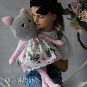 przytulanka dziecięca kot w sukience, pomysł na prezent, dekoracja pokoju