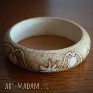 Kwietne Zawijańce - drewniana bransoleta ręcznie wypalana