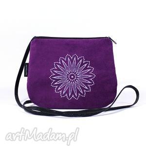 mini mała wyszywana torebka damska fioletowa z białym haftem