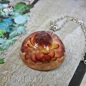 ręczne wykonanie wisiorki 0554/mela - wisiorek z żywicy kwiatem