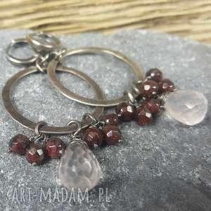 kolczyki srebrne z kwarcem różowym i granatami, ze srebra
