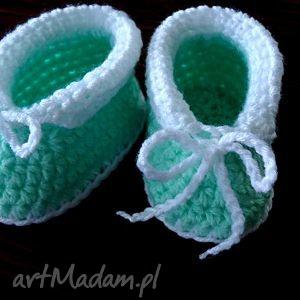 ręcznie zrobione buciki seledynowe buciki niemowlęce szydełkowe uniwersalne